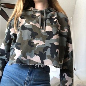 cropped camo hoodie